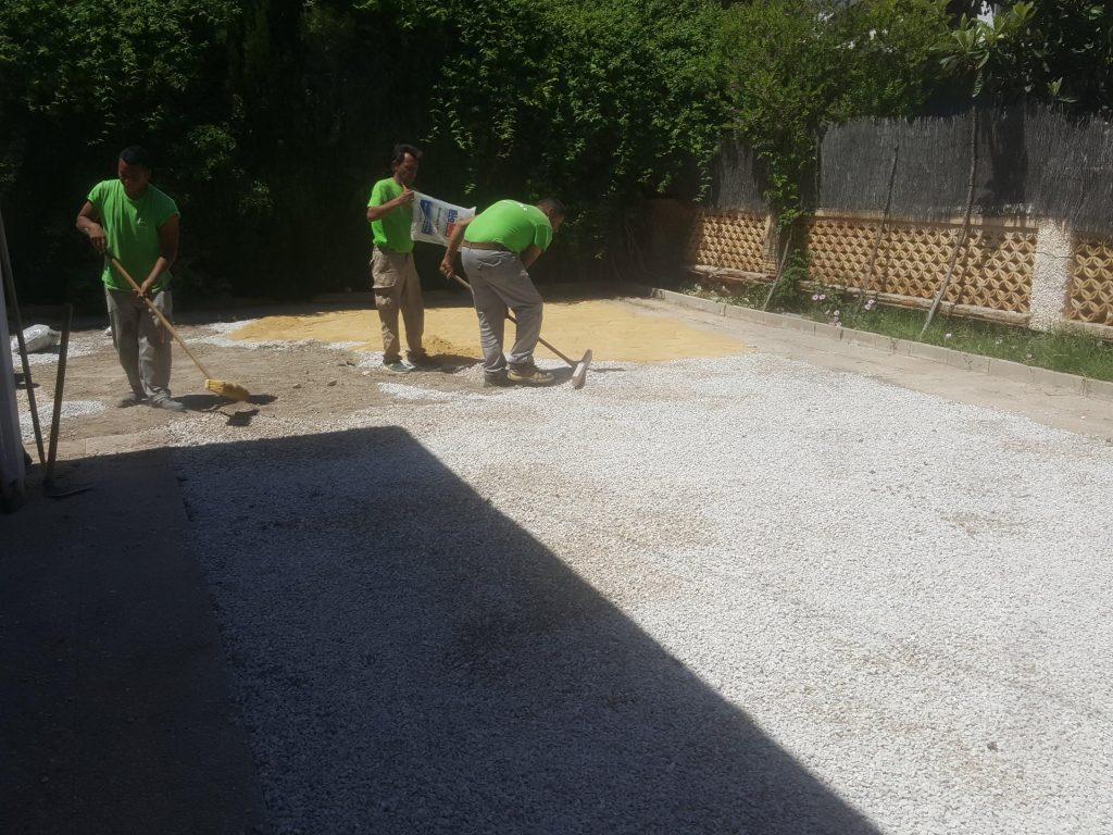 Arreglar un jardín abandonado